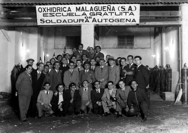 Isidoro Zorzano (centro de la imagen, con gafas), junto con sus compañeros de trabajo.