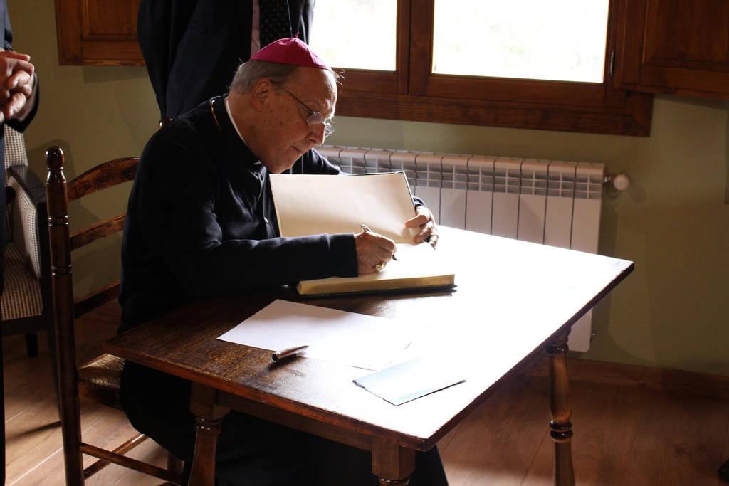 Mons. Xavier Echevarría a Pallerols de Rialb, el setembre de 2015, per beneir la rectoria que va aixoplugar sant Josepmaria el 1937.