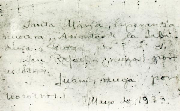 """Testo manoscritto di san Josemaría: """"Santa Maria, speranza nostra, sede della Sapienza, prega per noi. San Raffaele, prega per noi. San Giovanni, prega per noi. Maggio 1933""""."""