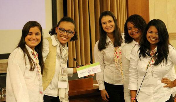 Carina, Tamires, Valdilanne, Rachel e Nilva, no dia da Apresentação do trabalho em Roma