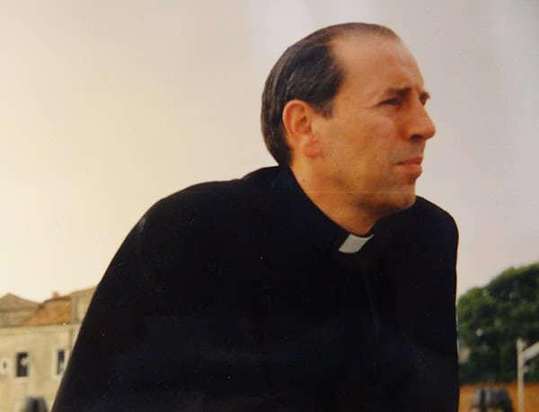 Mons. Paulino en 1992, durante  el viaje que realizó a Roma con universitarios ecuatorianos para participar en la beatificación de Josemaría Escrivá de Balaguer.