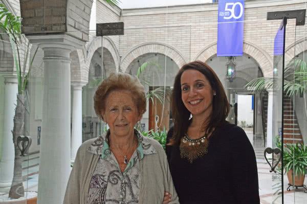 Agustina Gómez, antiguo miembro del Patronato, y Aguas Santas López, directora actual de Zalima.