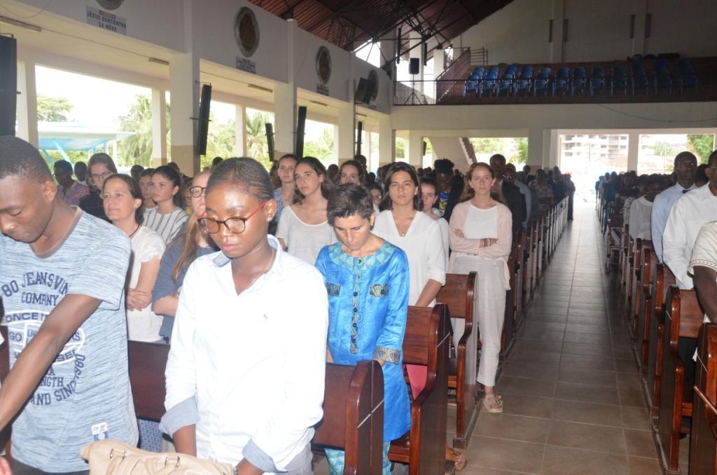Une partie du groupe des volontaires, pendant la messe en honneur de saint Josémaria.