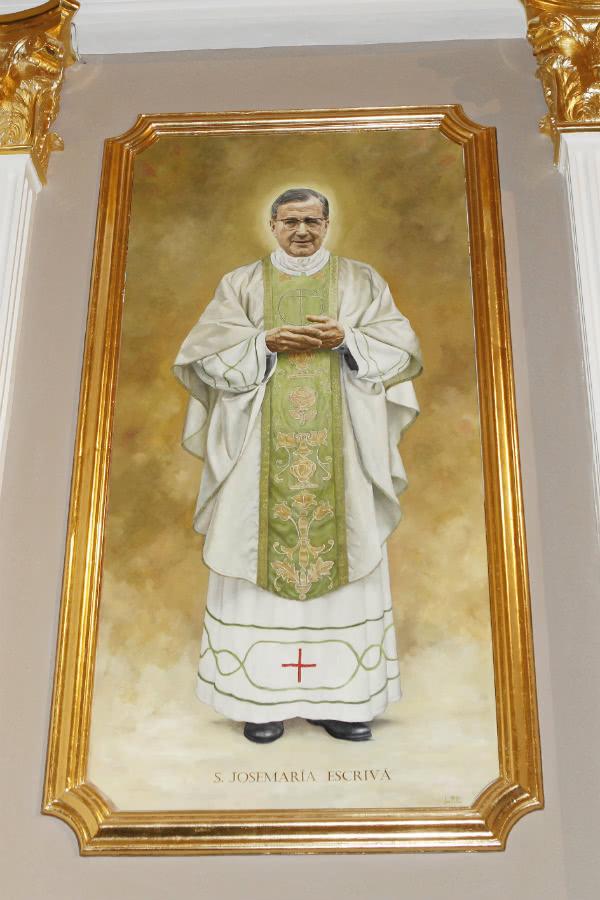 La imagen del fundador del Opus Dei se debe a la gran devoción por él de un nutrido grupo de fieles que han encargado esta pintura.