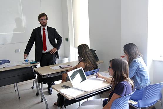Alberto señala que de san Josemaría aprendió que la tarea del comunicador es servir.
