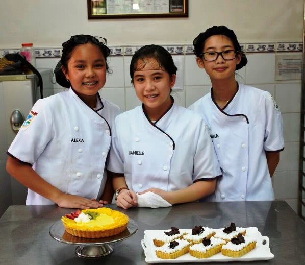 Baking Gold winners: Alexa Roa, Danielle Sulay, and Ianna Palang of Cebu
