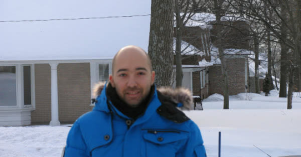 Jad está preparado para el invierno de Québec.