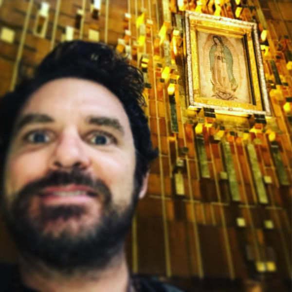 Michael Miley davanti la Vergine di Guadalupe nel novembre 2016