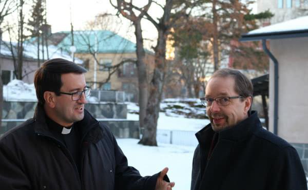 El sacerdote católico Raimo Goyarrola junto al pastor luterano Juhani Holma.
