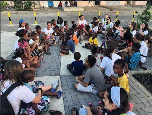 Uma das actividades com muitas crianças do Projecto Cabo Verde
