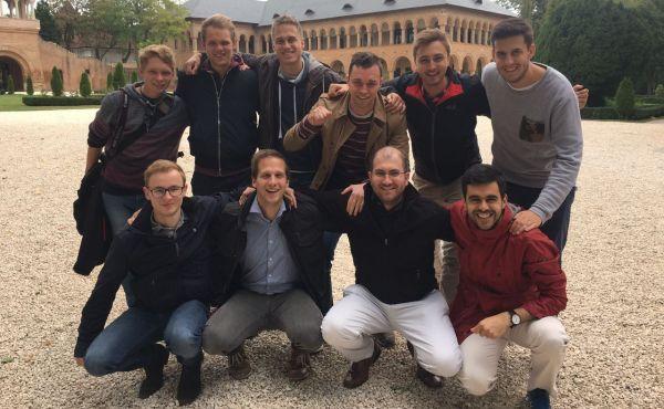 Studenten aus Köln, Berlin, Frankfurt und München am Schloss Mogosoaia bei Bukarest. Foto: UN, Bildungszentrum Feldmark, Berlin