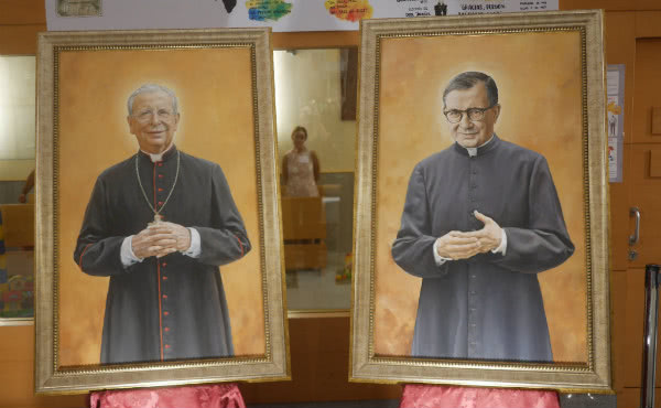Cuadros del beato Álvaro del Portillo y san Josemaría Escrivá.