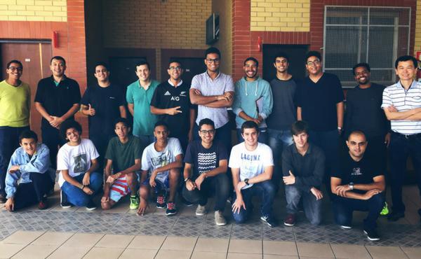 Los voluntarios del VEPinho ofrecen a los alumnos que lo desean la posibilidad de charlar individualmente.