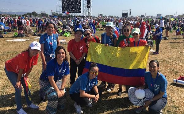 El grupo de Arboleda, el domingo después de la Misa de despedida y envío con el Papa