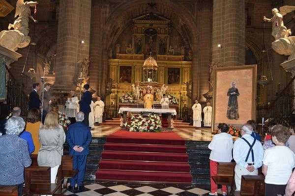 La de Jaén es la segunda catedral de España, después de la Almudena de Madrid, donde hay un cuadro o imagen de san Josemaría.