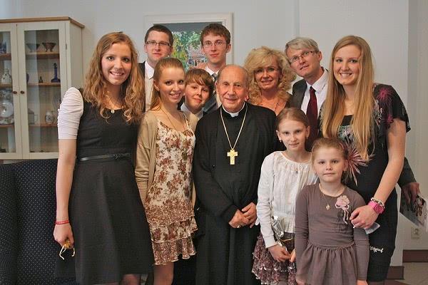 Uma família da Eslováquia com D. Javier, Prelado do Opus Dei