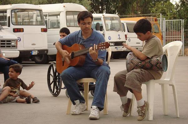 Rafael amb nens iraquians refugiats
