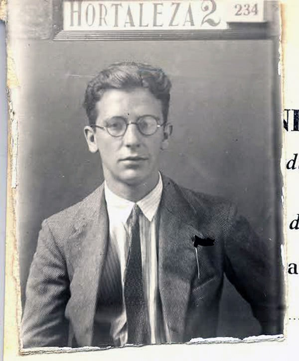 Foto de un documento de identidad de Álvaro del Portillo