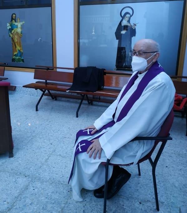 D. José Carlos, en una de las parroquias donde confiesa