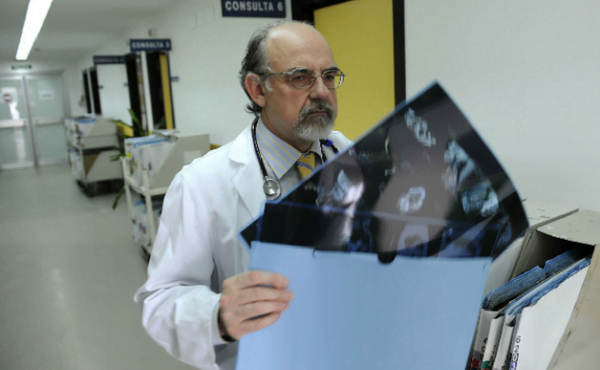 Ángel es especialista en Oncología Médica. ¿Se puede ir a trabajar con ilusión cuando se está rodeado de pacientes al final de la vida? Sí. Porque hay ganas de ofrecer la mejor Medicina posible y mucha esperanza.
