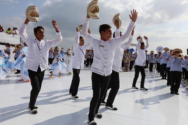 Estudiantes de la Escuela La Primavera interpretaron bailes típicos panameños para el Papa Francisco. Foto: James Logan/Panamá2019
