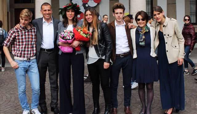 La famiglia di Giorgio. Da sinistra: Francesco, Giorgio, Chiara, Lucia, Giacomo, la moglie Montse e Maria