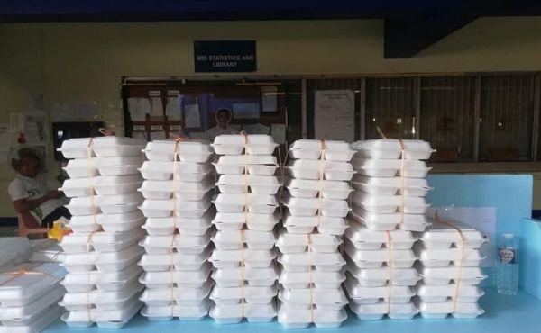 Refeições embaladas preparadas para voluntários de transporte de emergência