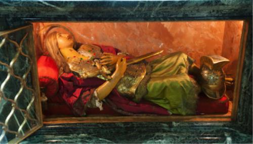 cette statue de soldat romain renferme quelques reliques du saint