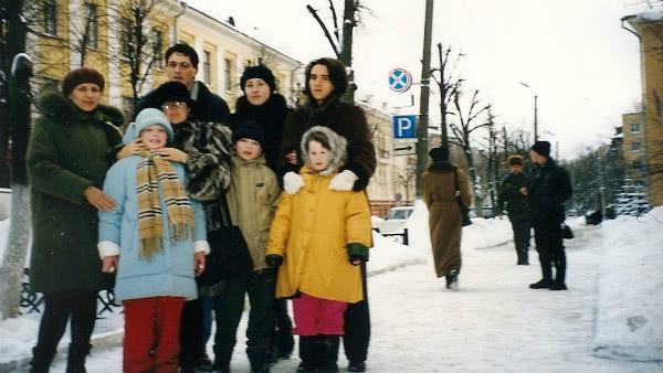 Primer viaje a Tula (Rusia) en el año 2000. La niña con abrigo azul es Natasha.