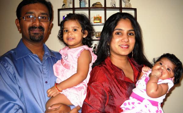 Sunil Thomas, Opus Dei kaasaaitaja oma perekonnaga