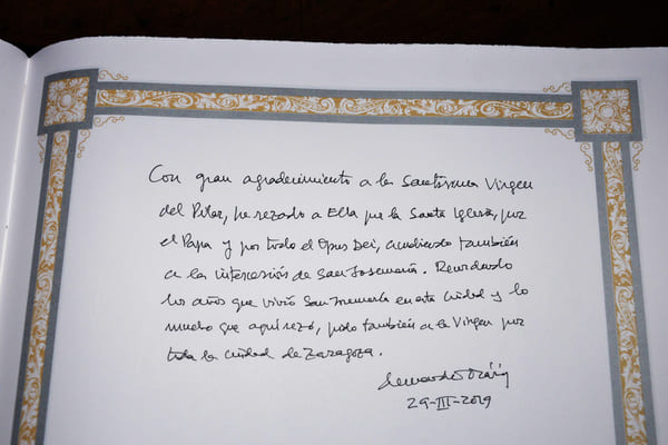 Message left by Monsignor Ocáriz in the guestbook at the Basilica of Our Lady of the Pillar