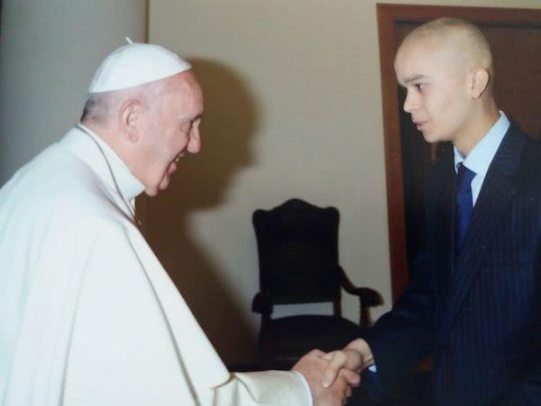 En 2015 Pedro pudo conocer al Papa Francisco en Roma