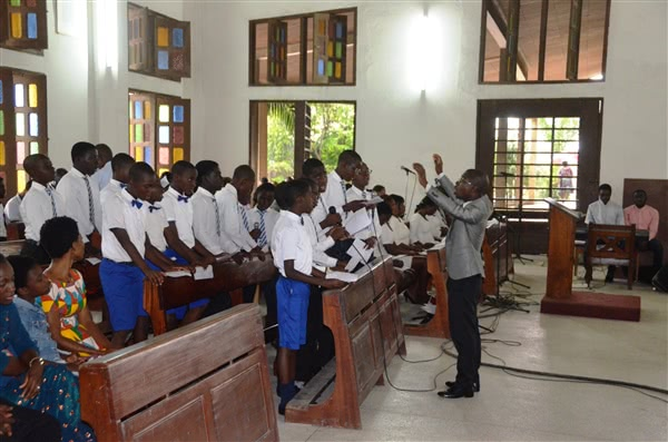 La chorale des élèves de Makoré