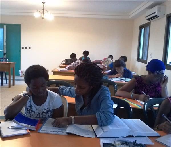 Session de enforcement scolaire dirigée par des étudiantes