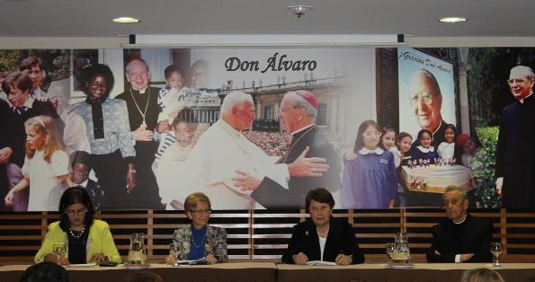 Dra. María Pía Chirinos, Dra. María Ángeles Vitoria, Dra. Carmela Aspíllaga y P. Antonio Ducay.