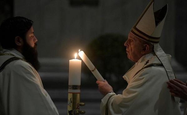 Opus Dei - 教宗復活前夕守夜禮:在遙遙無期的死寂中,基督徒蒙召傳揚生命的讚歌