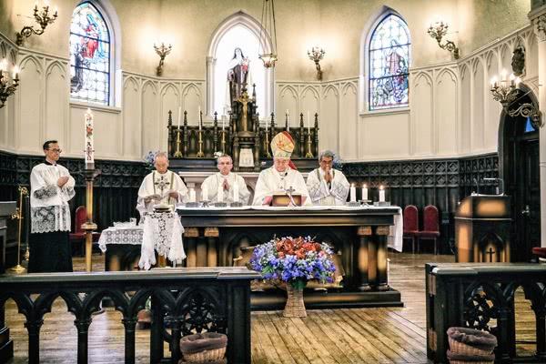 大阪教区長前田万葉大司教、ラモン・ロペス神父、新田神父、梅原神父