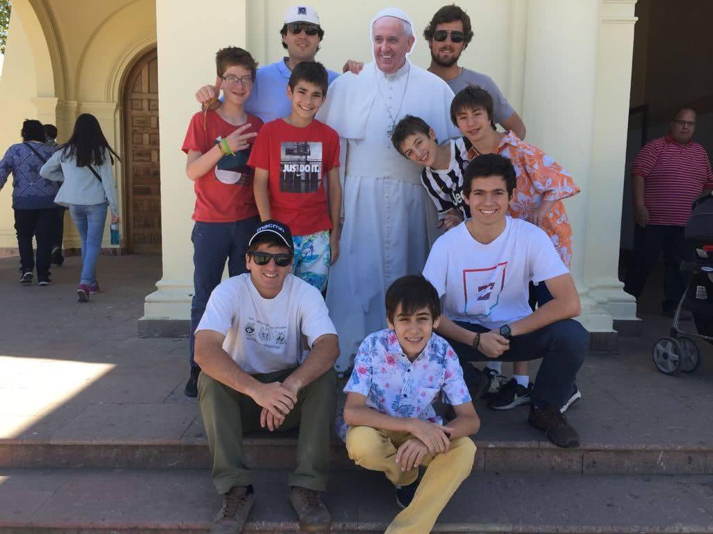 En el Centro Cultural Los Montes promovió la figura del Papa mediante actividades deportivas y catequesis