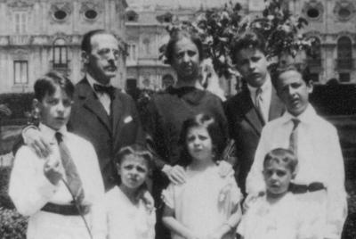 家族と、(アルバロは一番左の方に)