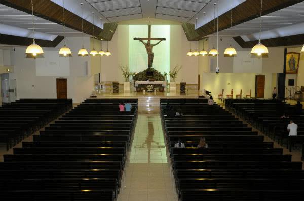 Interior de St Mary Catholic Church, Dubai (©St. Mary Catholic Church , Dubai, cortesia de avosa.org).