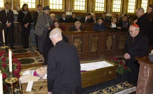 The Pope's vicar for the diocese of Rome, Cardinal Agostino Vallini, was one of the first to come to pray before the Prelate's body.
