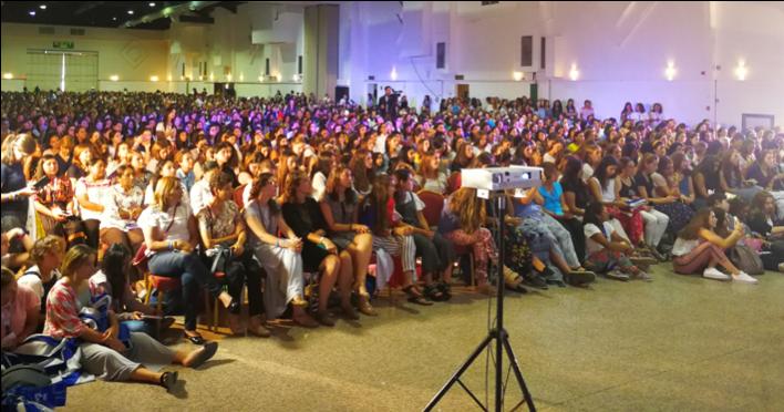 El auditorio estaba a capacidad de las jóvenes que fueron a la catequesis con el prelado del Opus Dei en el marco de la JMJ 2019, en Panamá.
