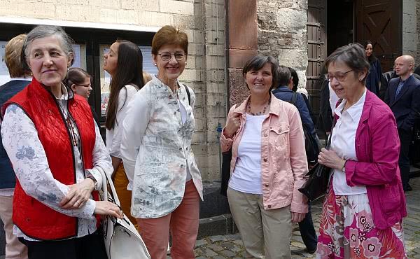Nach der Heiligen Messe (Fotos: J. Büsse)