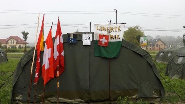 La tente des suisses au J&J Sport Center proche de Cracovie