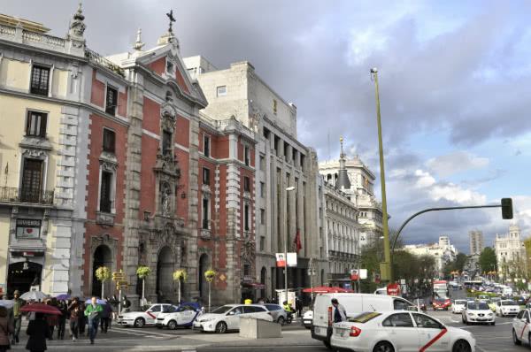 Fachada de la Iglesia de San José en la calle Alcalá, esquina Gran Vía.