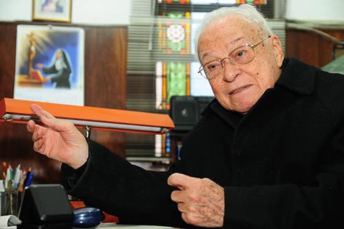 Monsenhor José Mayer Paine, era Pároco Emérito da Paróquia Santa Generosa, em São Paulo, onde atuou como Pároco por mais de seis décadas.