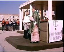 Prêchant l'homélie lors d'une messe sur le campus de l'Université de Navarre (Pampelune, 1967)