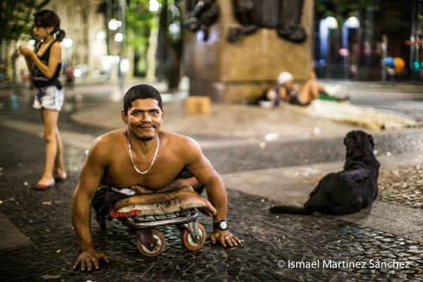 """""""He de sacar adelante a mis hijos aquí en las calles de Sao Paulo"""" (Brasil)."""