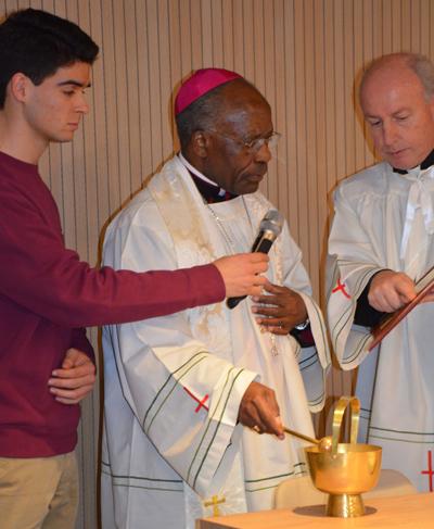 Le nonce apostolique au moment de la cérémonie de bénédiction