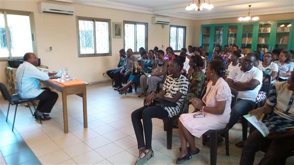 Conférence du Pr Kakou Médard avec les parents et les chefs d'établissements